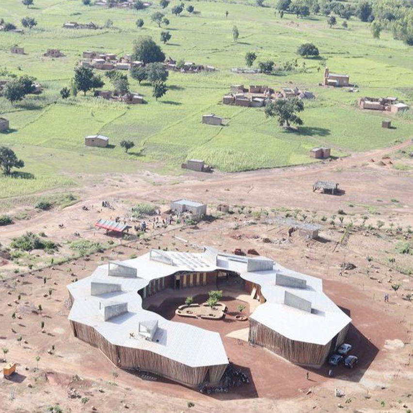 Diébédo Francis Kéré uses local materials for ring-shaped school in Burkina Faso