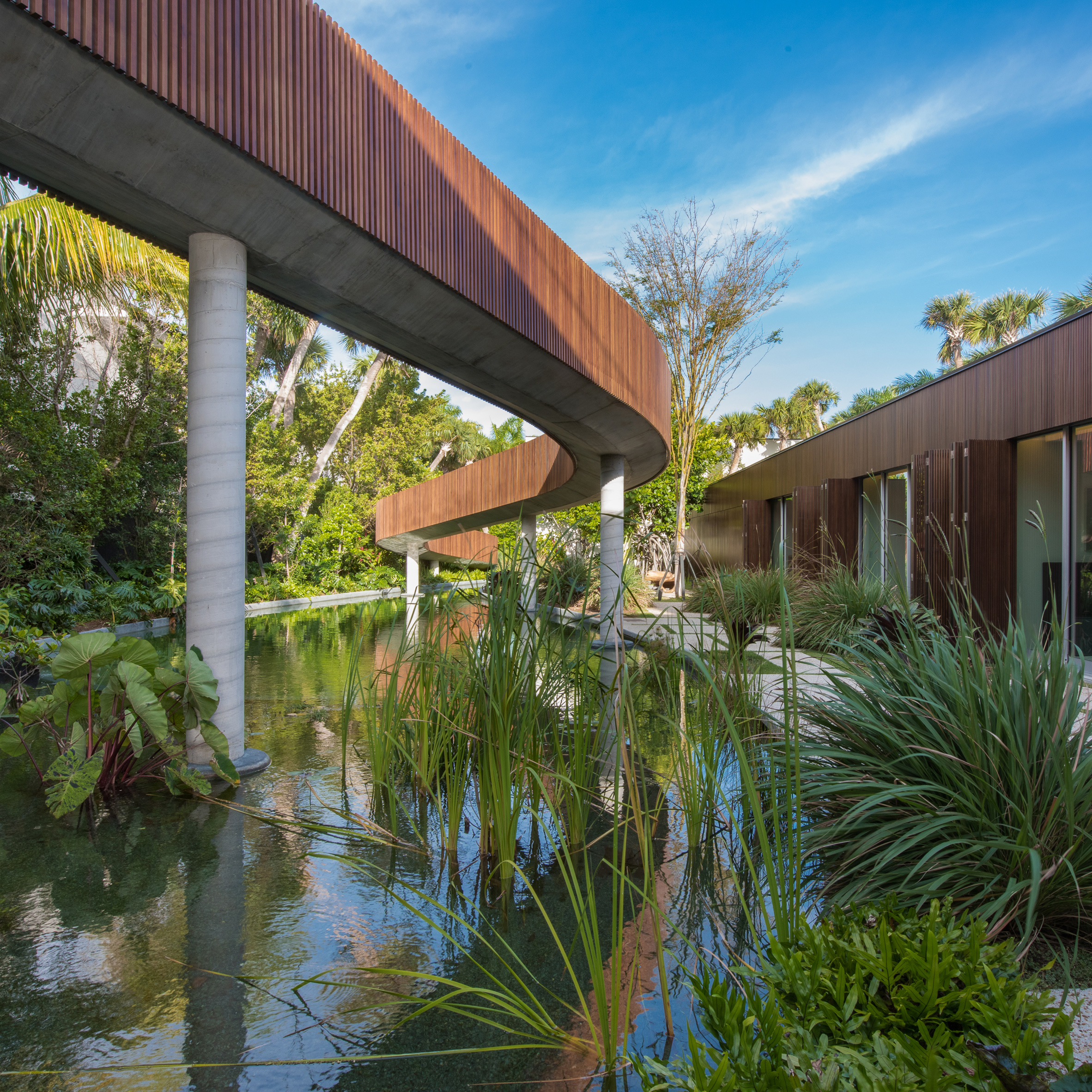 Architectural swimming pools: 4567 Pine Tree Drive by Studio MK27