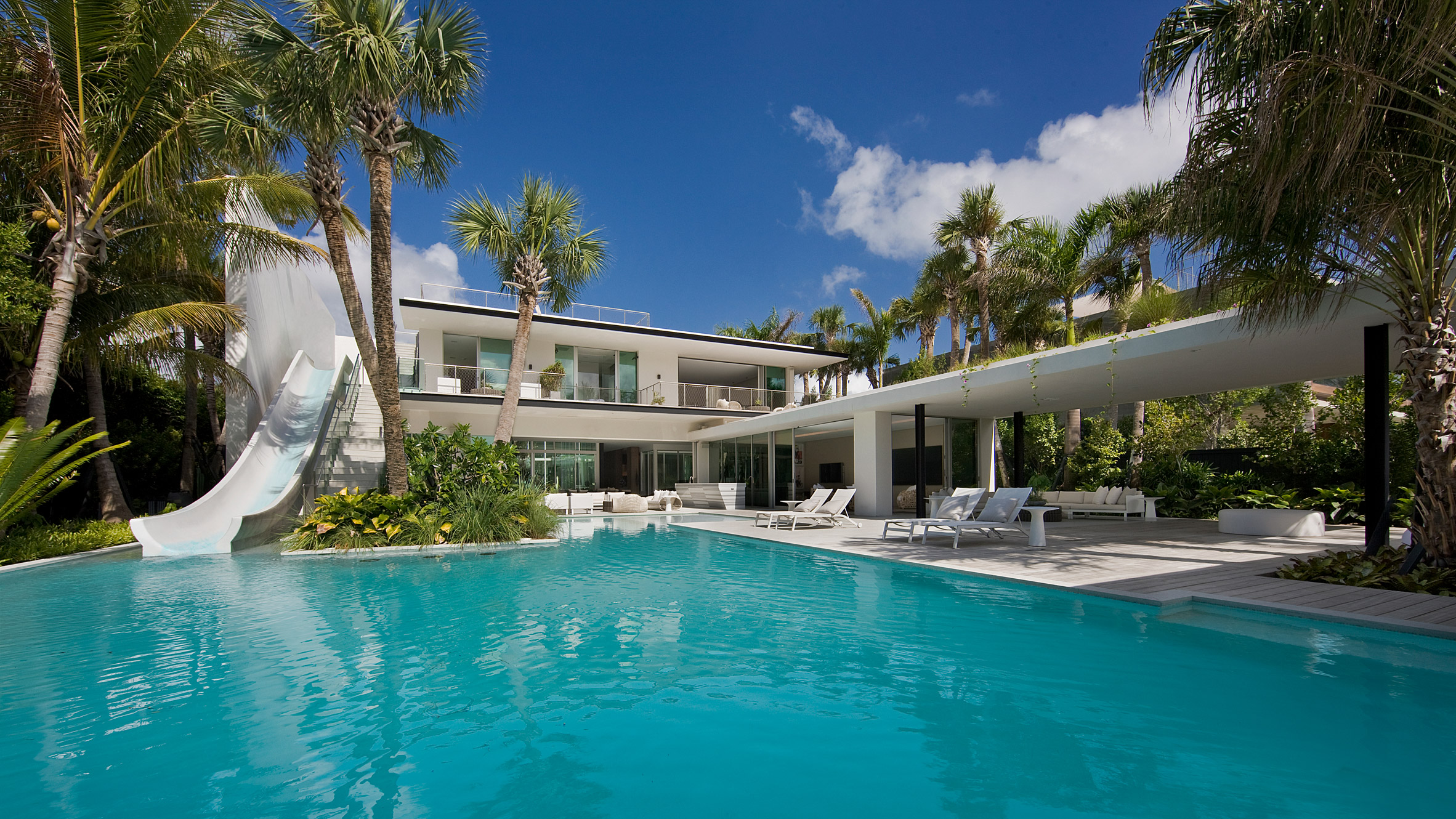 Miami Beach residence takes indoor-outdoor living to the extreme