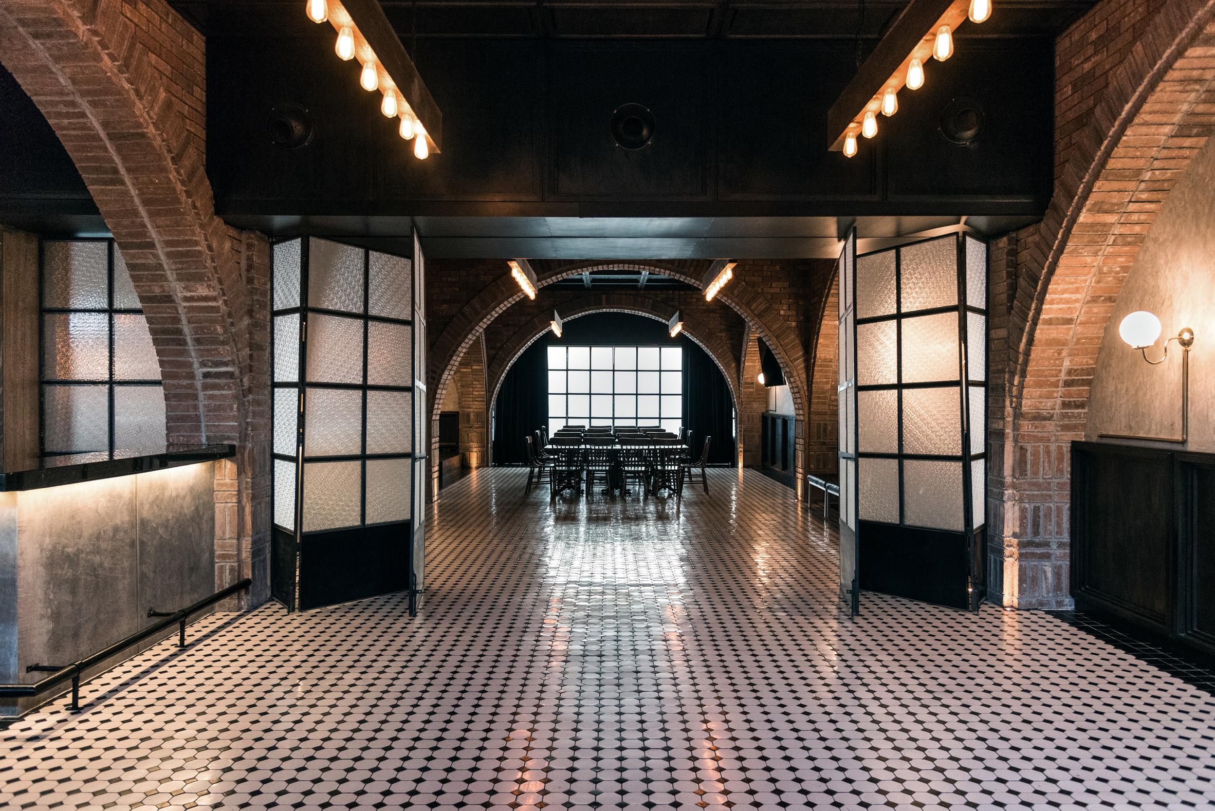 Salón Sociedad bar brings together corporate employees in dark, cosy interior