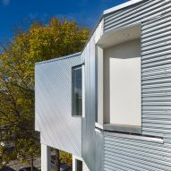 Aleph-Bau creates metal rooftop addition for slender Toronto townhouse