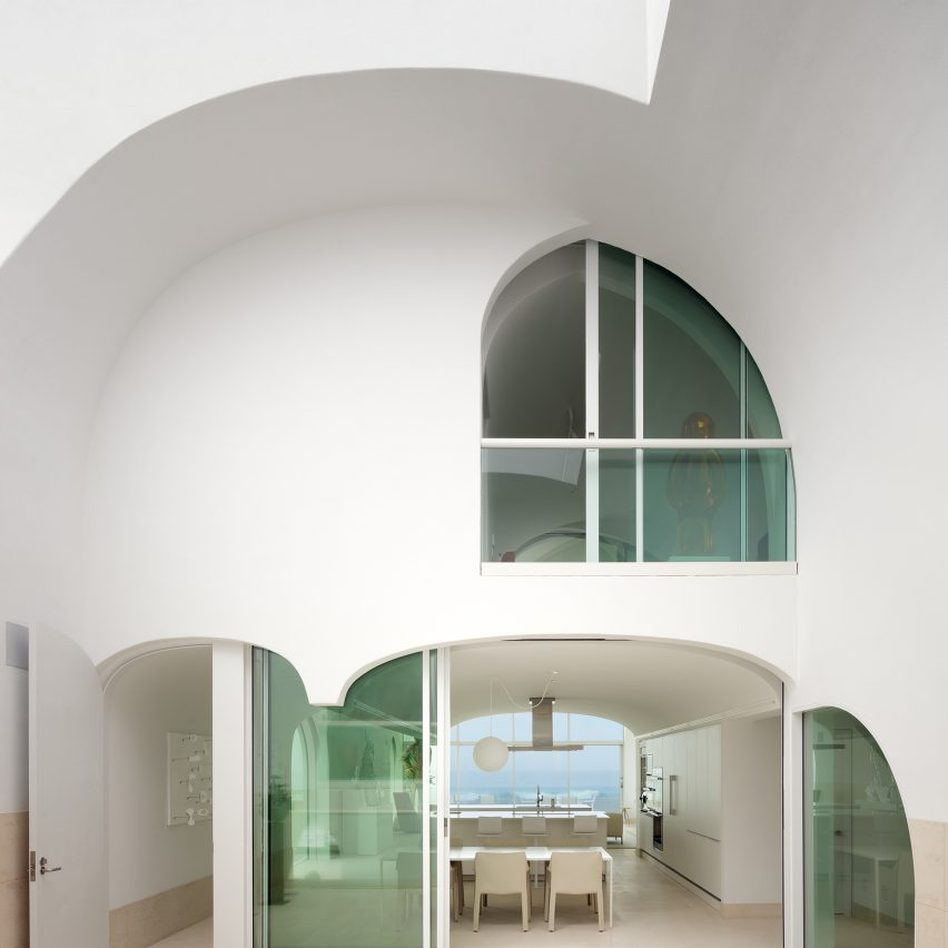 10 contemporary homes that integrate arched doors, windows and nooks