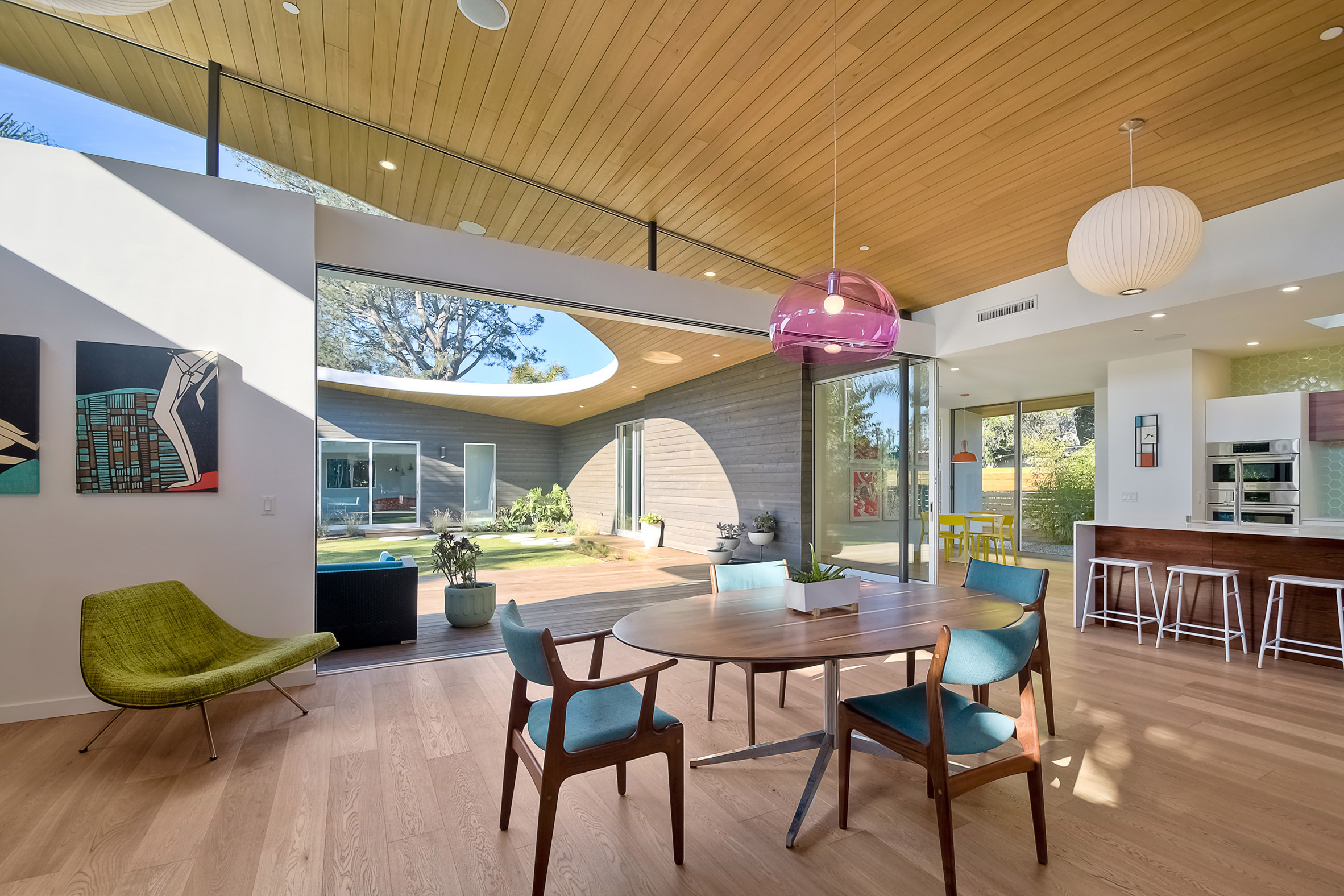 Avocado Acres House in California by Surfside Projects and Lloyd Russell