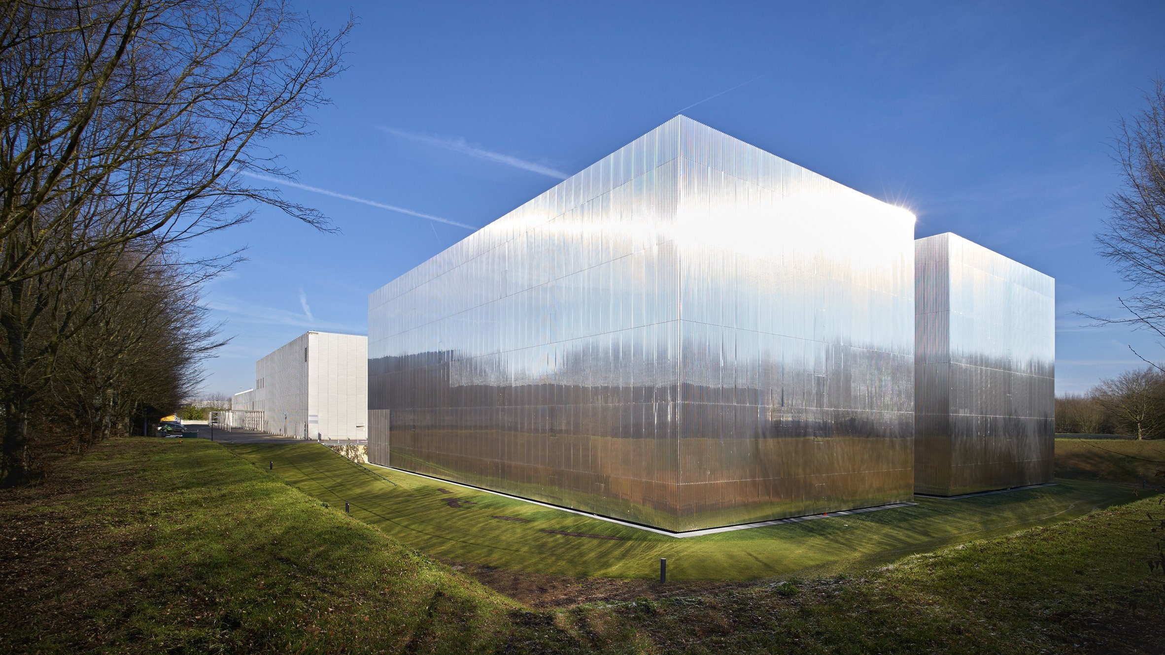 Stainless steel extension to ctles archive reflects its for Architecture miroir
