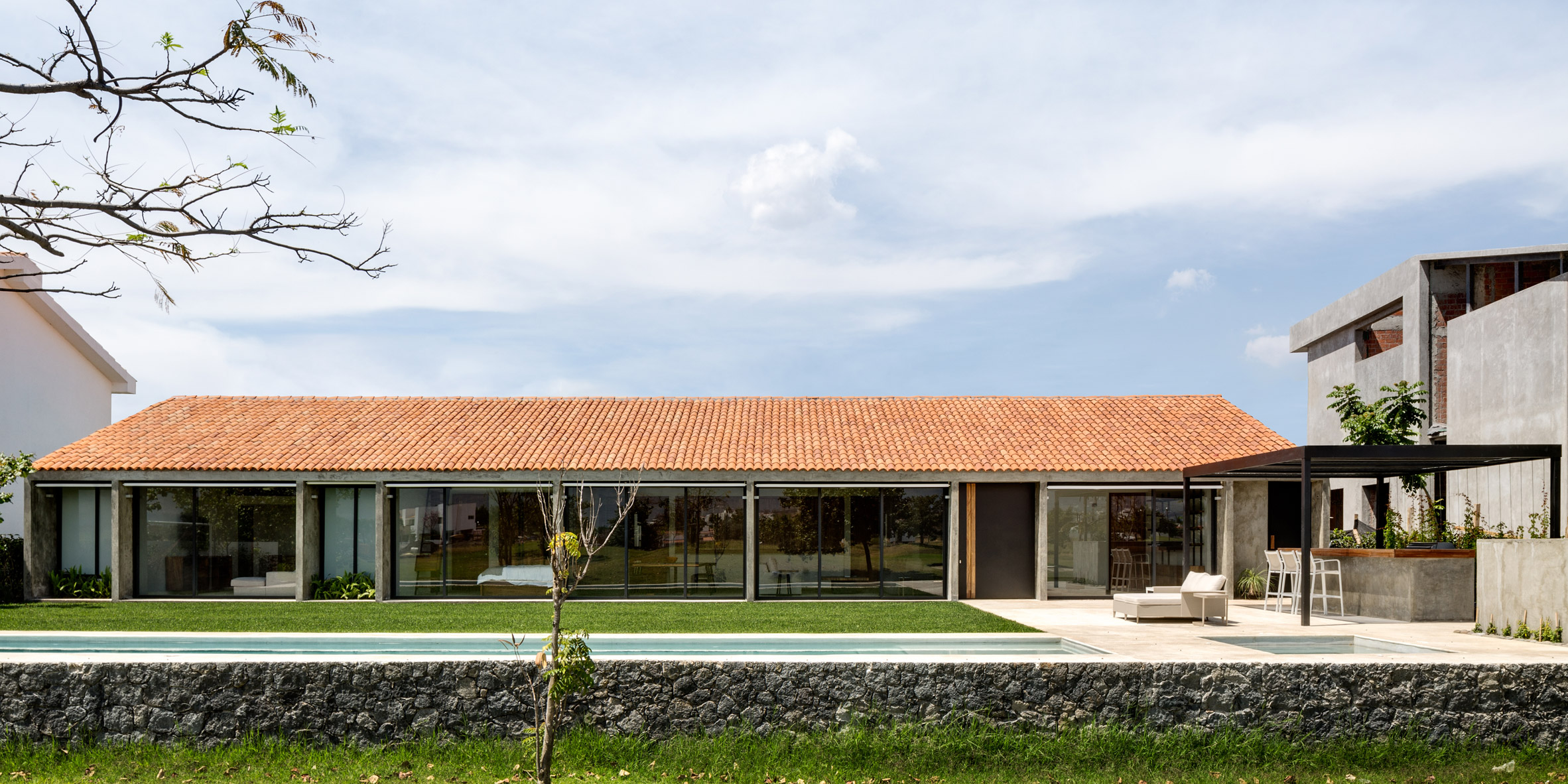 DCPP designs low-lying concrete and glass weekend retreat at Mexican country club