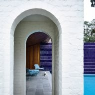10 contemporary homes that integrate arched doorways, windows and nooks