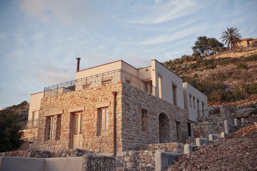 Tav Group Builds Rural Artists House In Israel With Cannabis Walls