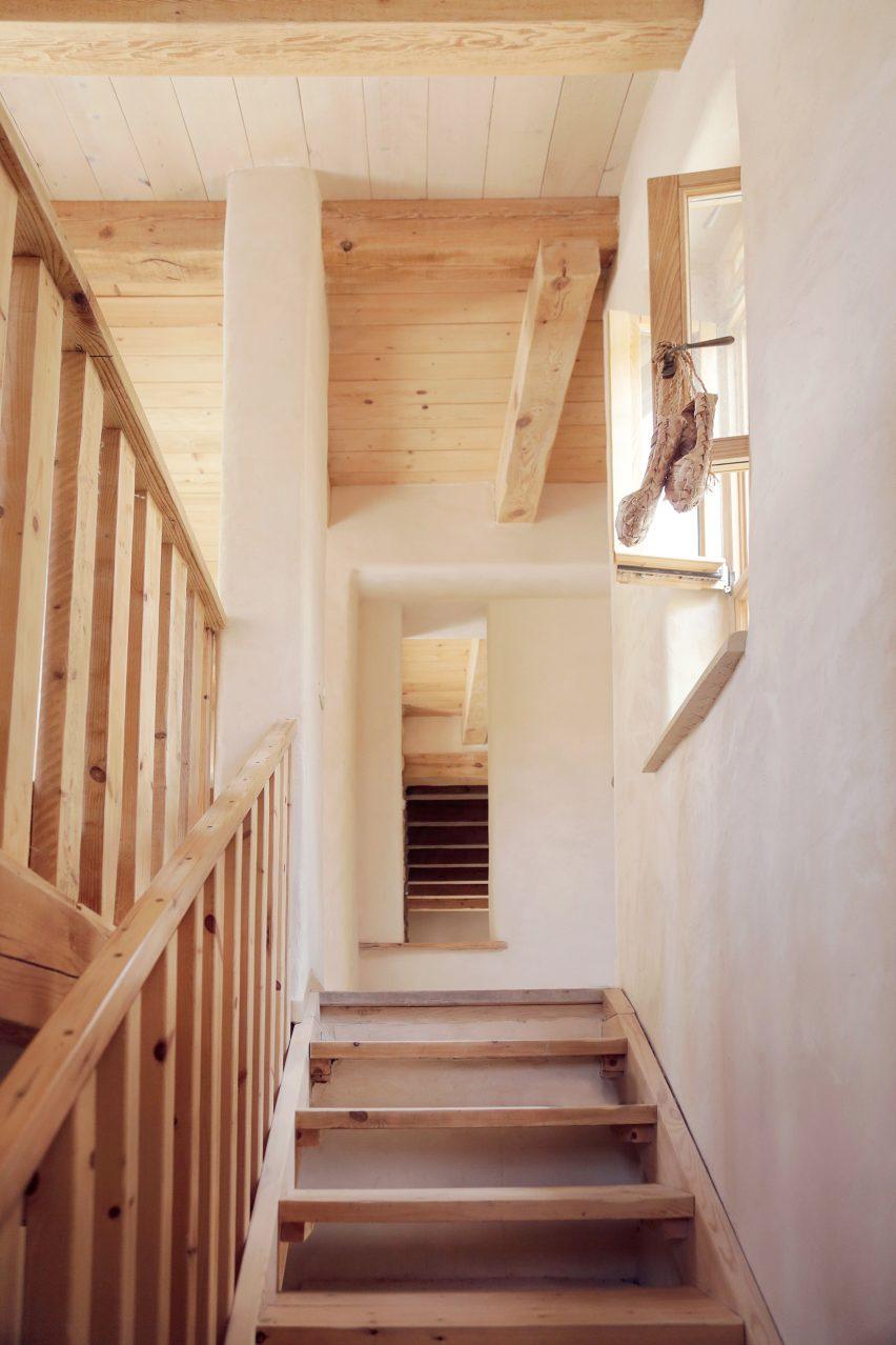 tav group builds rural artist u0027s house in israel with