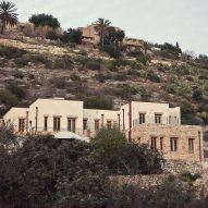 """Tav Group builds rural artist's house in Israel with """"cannabis walls"""""""