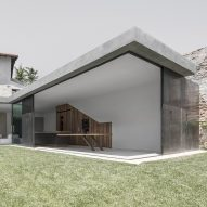 Vertically sliding walls open Bergmeisterwolf's Italian villa extension to the garden