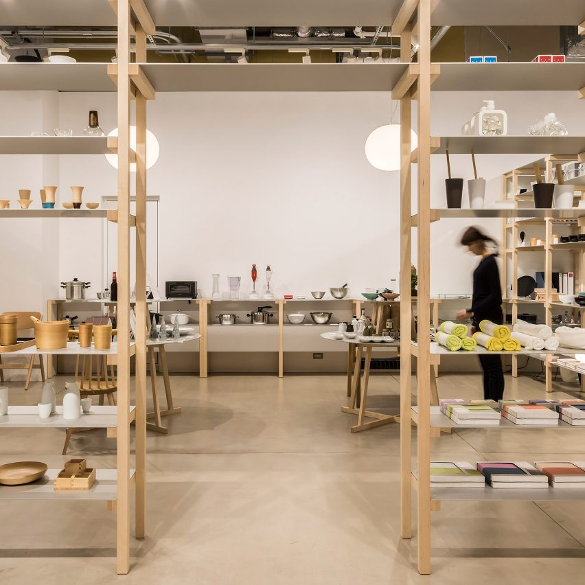 jasper morrison creates house like layout for tokyo 39 s good design store dezeen howldb. Black Bedroom Furniture Sets. Home Design Ideas