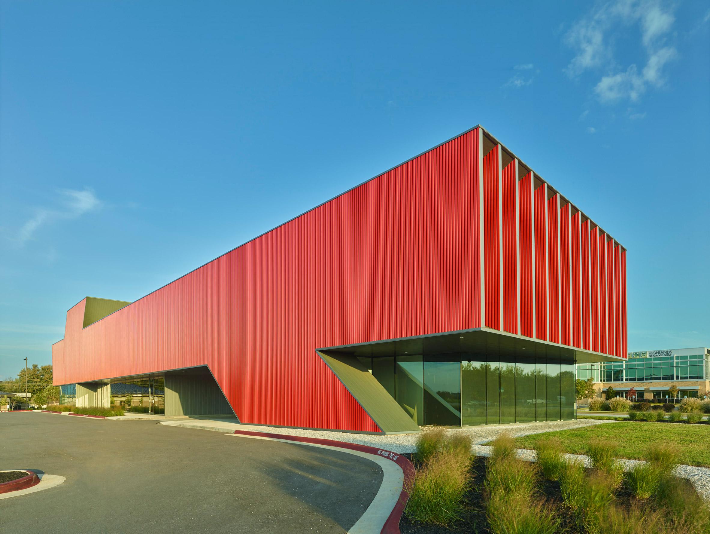 Marlon Blackwell creates Arkansas paediatric clinic with vivid red facade