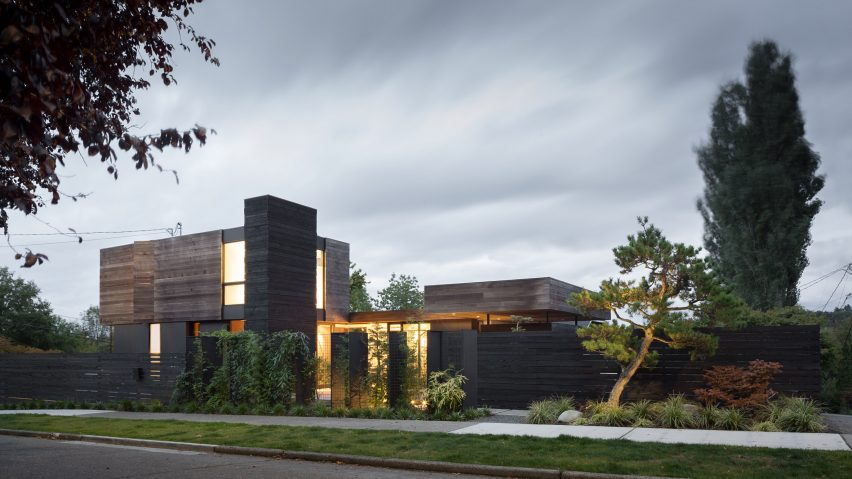 Courtyard provides focal point for Seattle home by MW Works