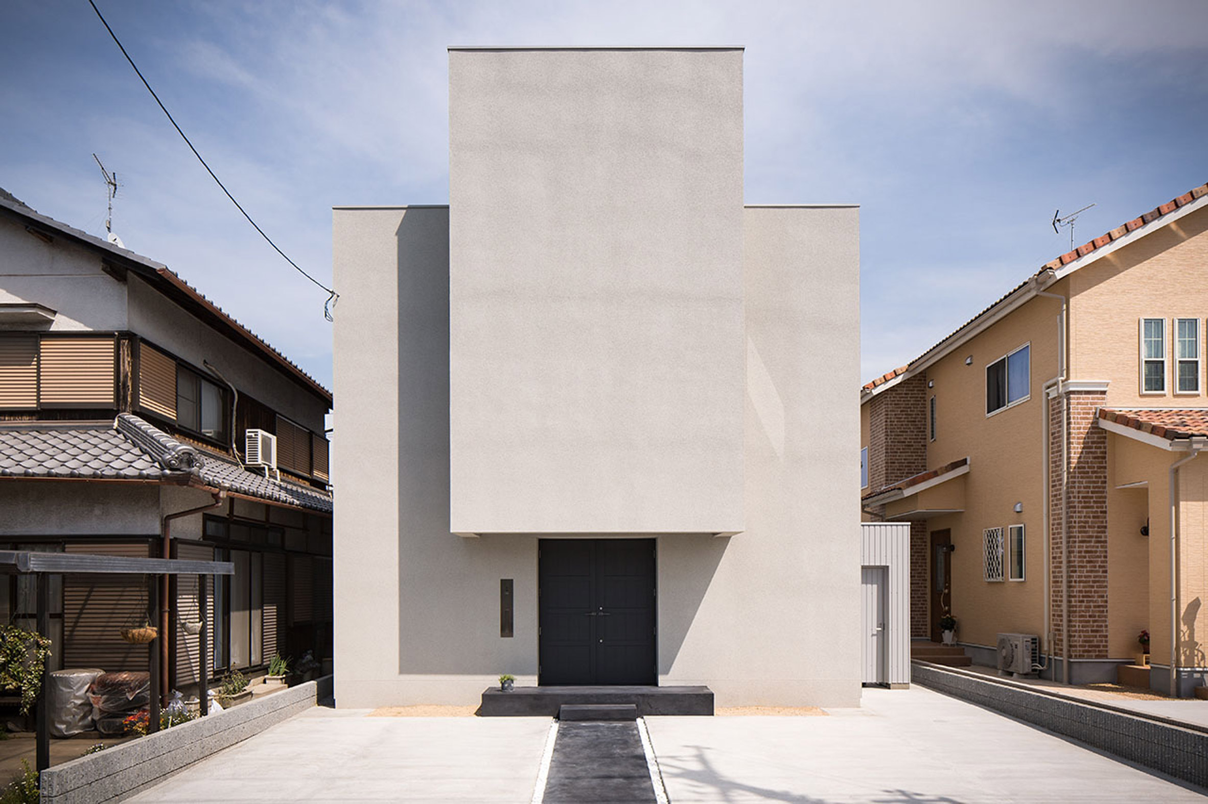 Japanese house by Kouichi Kimura includes white-tiled courtyard for yoga
