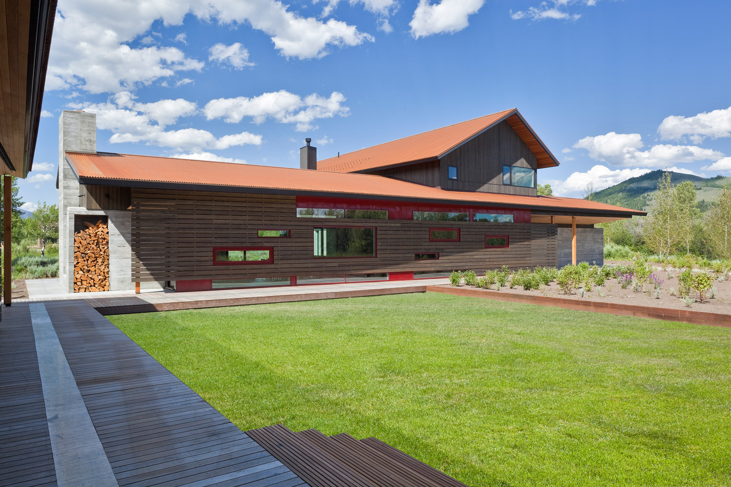 John Dodge house by Dynia faces a Wyoming mountain range