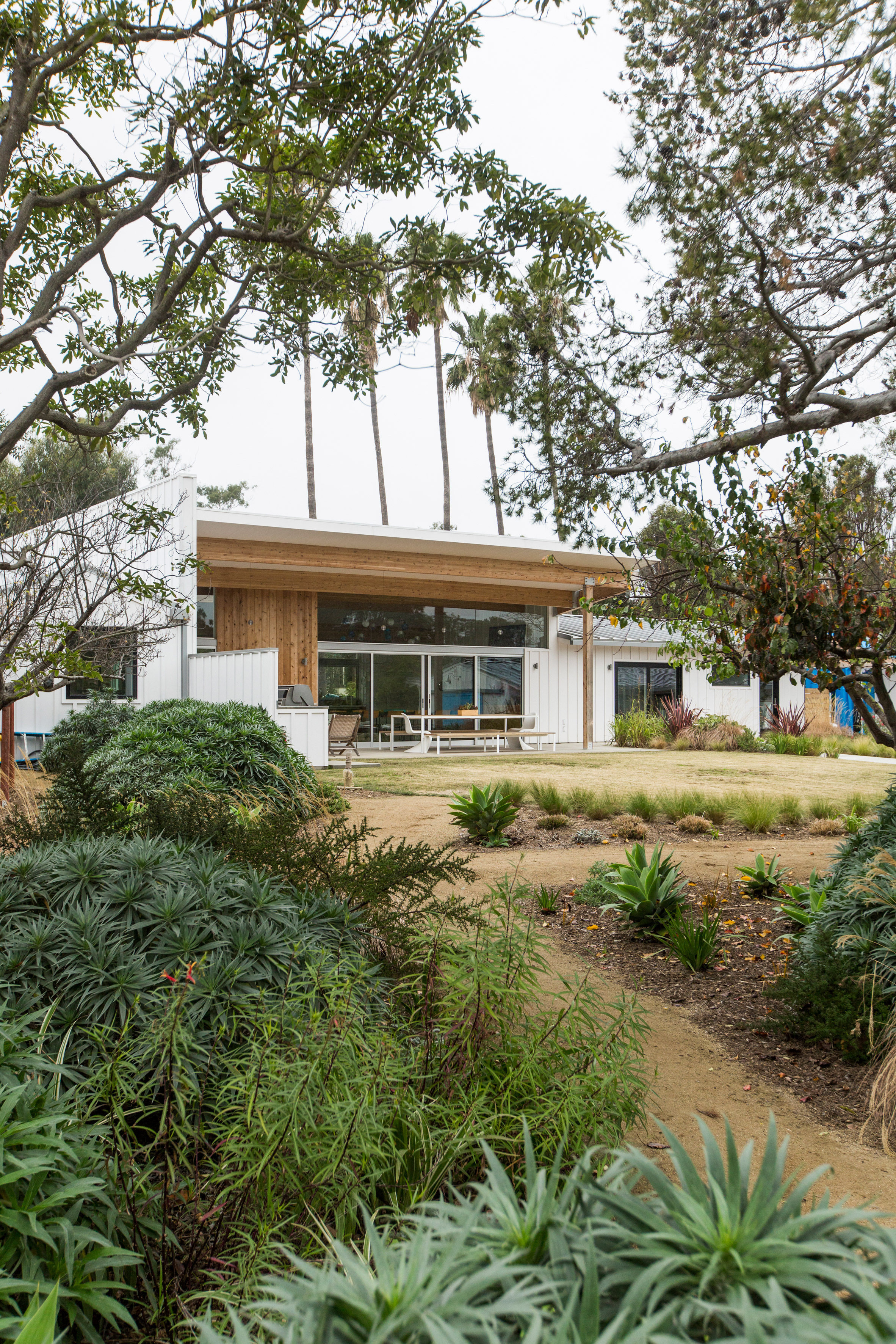 Bestor Architecture creates Malibu beach home for Beastie Boys rapper