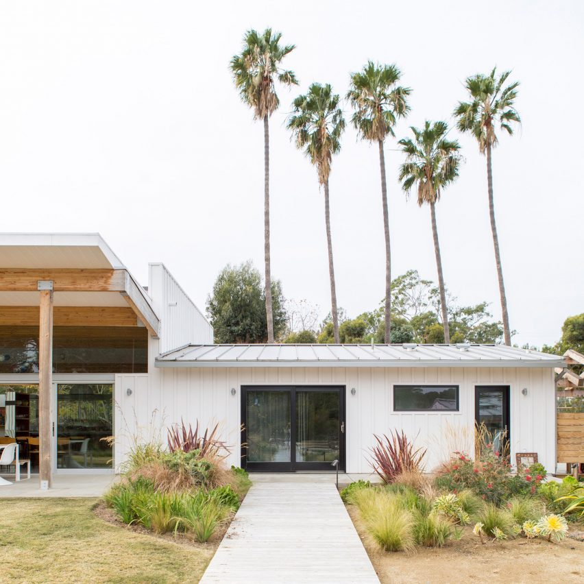 Bestor architecture creates malibu beach home for beastie for Southern california architecture firms