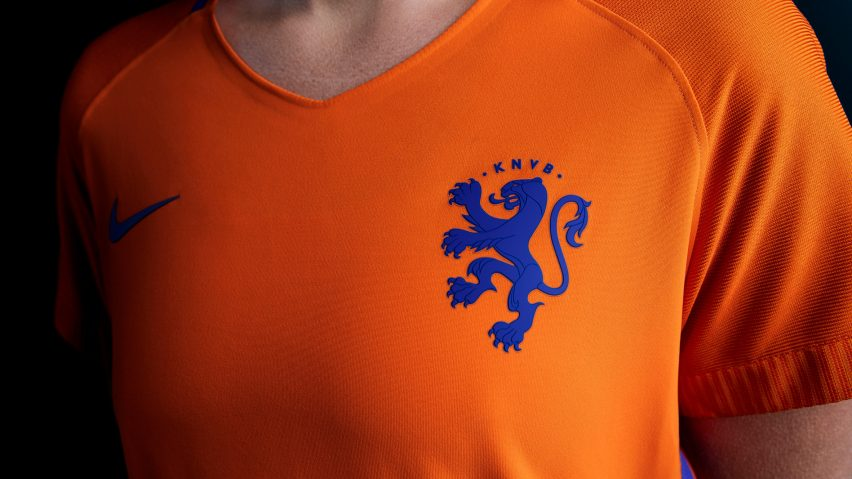 64e0ce727 Lion crest on Dutch national football kits undergoes sex change for women s  team