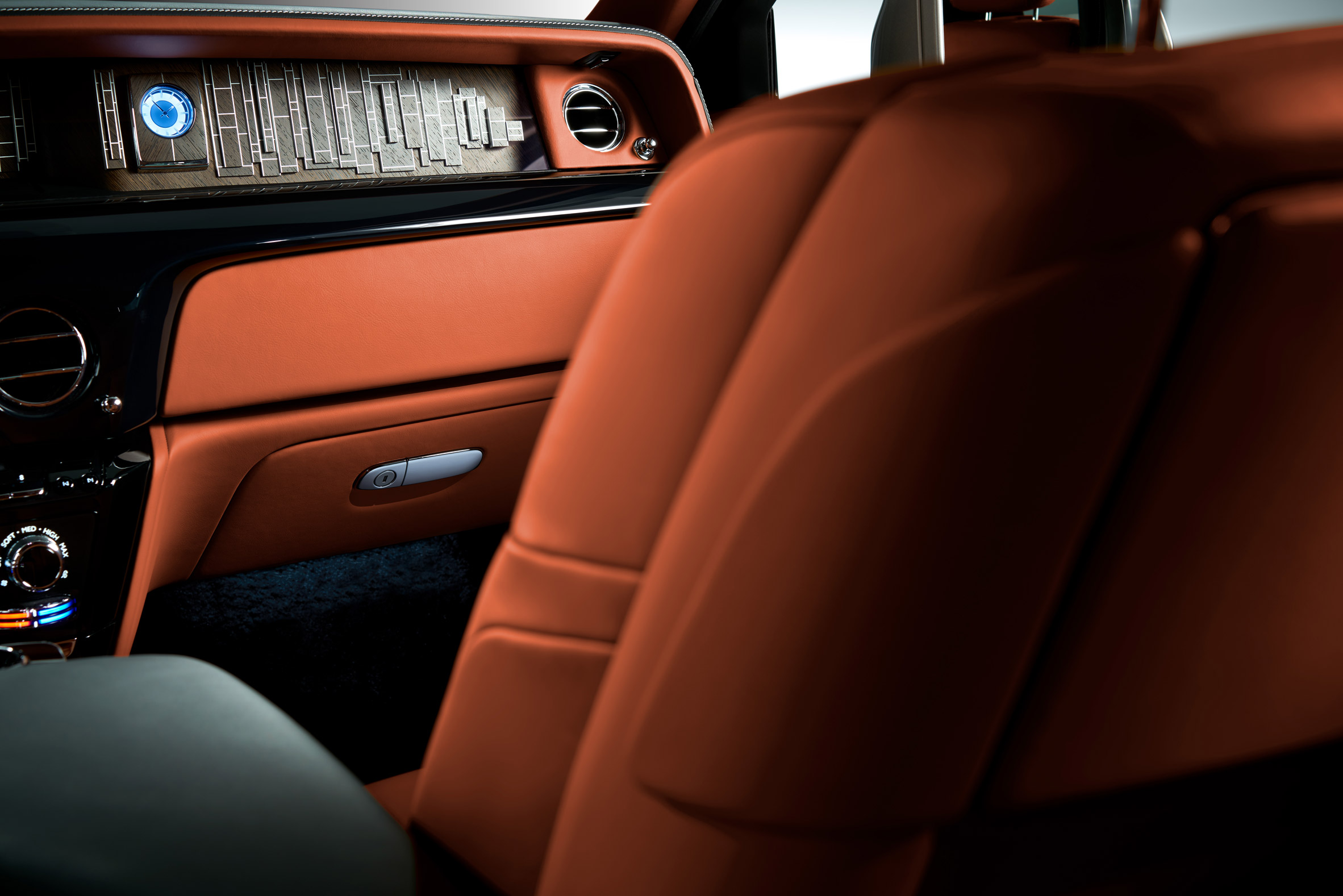 Latest Rolls-Royce Phantom incorporates an art gallery in its dashboard