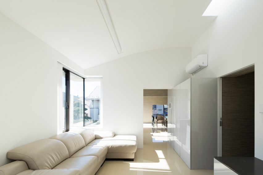 Trim House by Apollo Architects and Associates