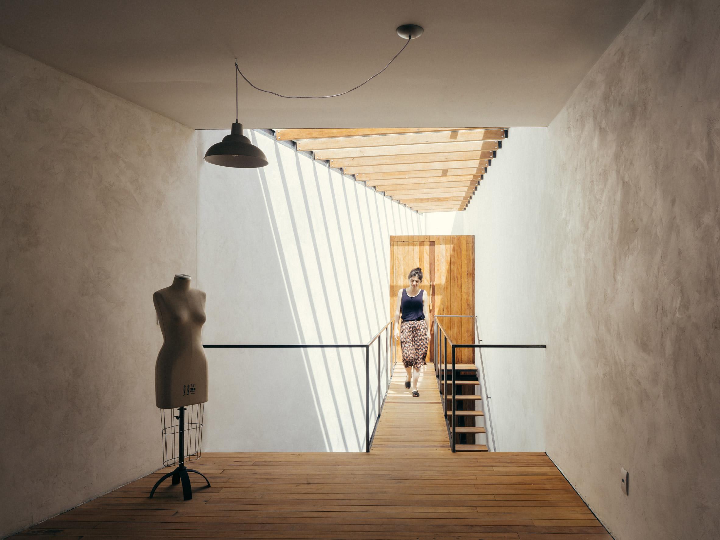 Vão Arquitetura organises São Paulo boutique around indoor garden