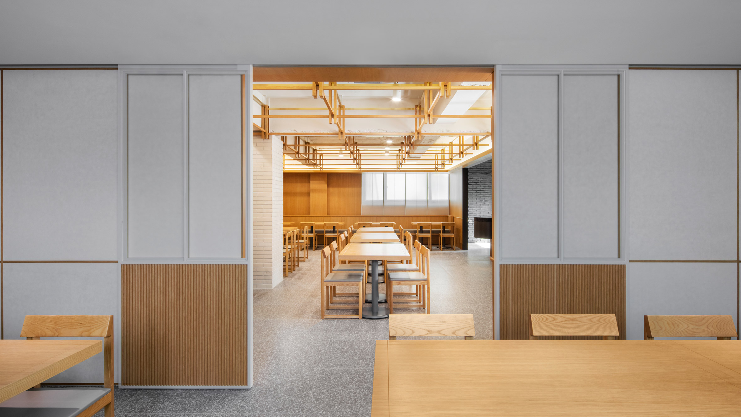 Korean Firm By Seog Be Decorate Seoul Restaurant Interior With Oak