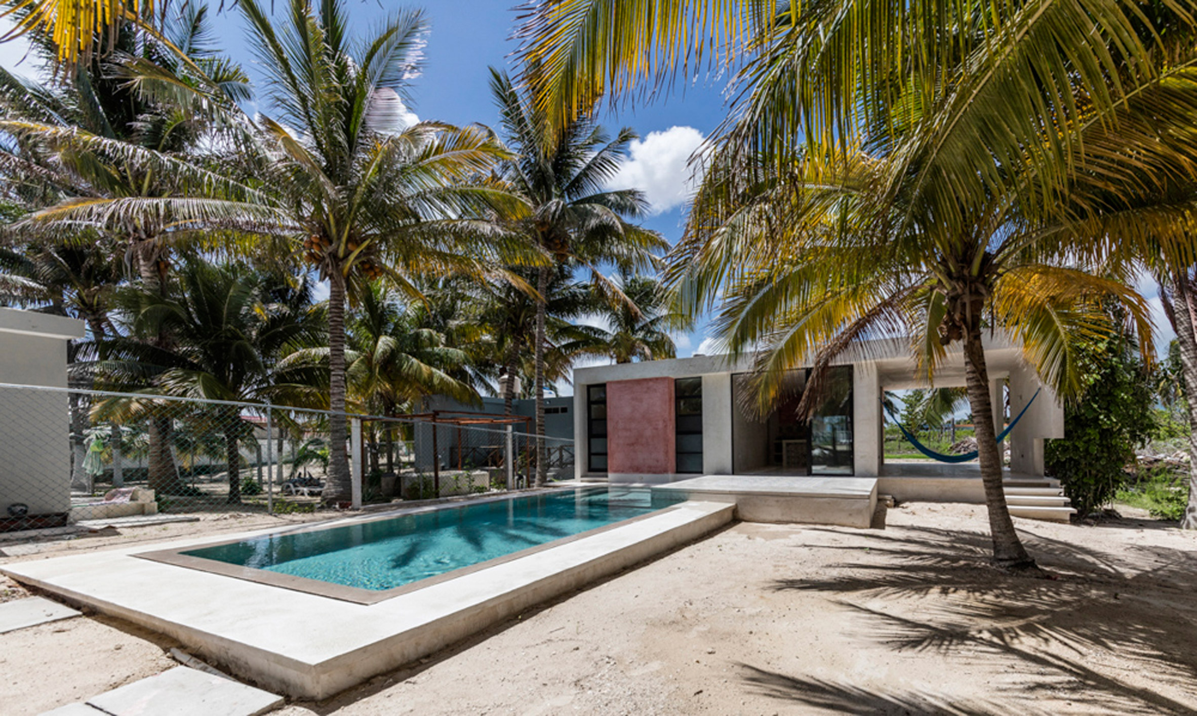 Modest holiday retreat by David Cervera nestles amongst the palms in Mexico