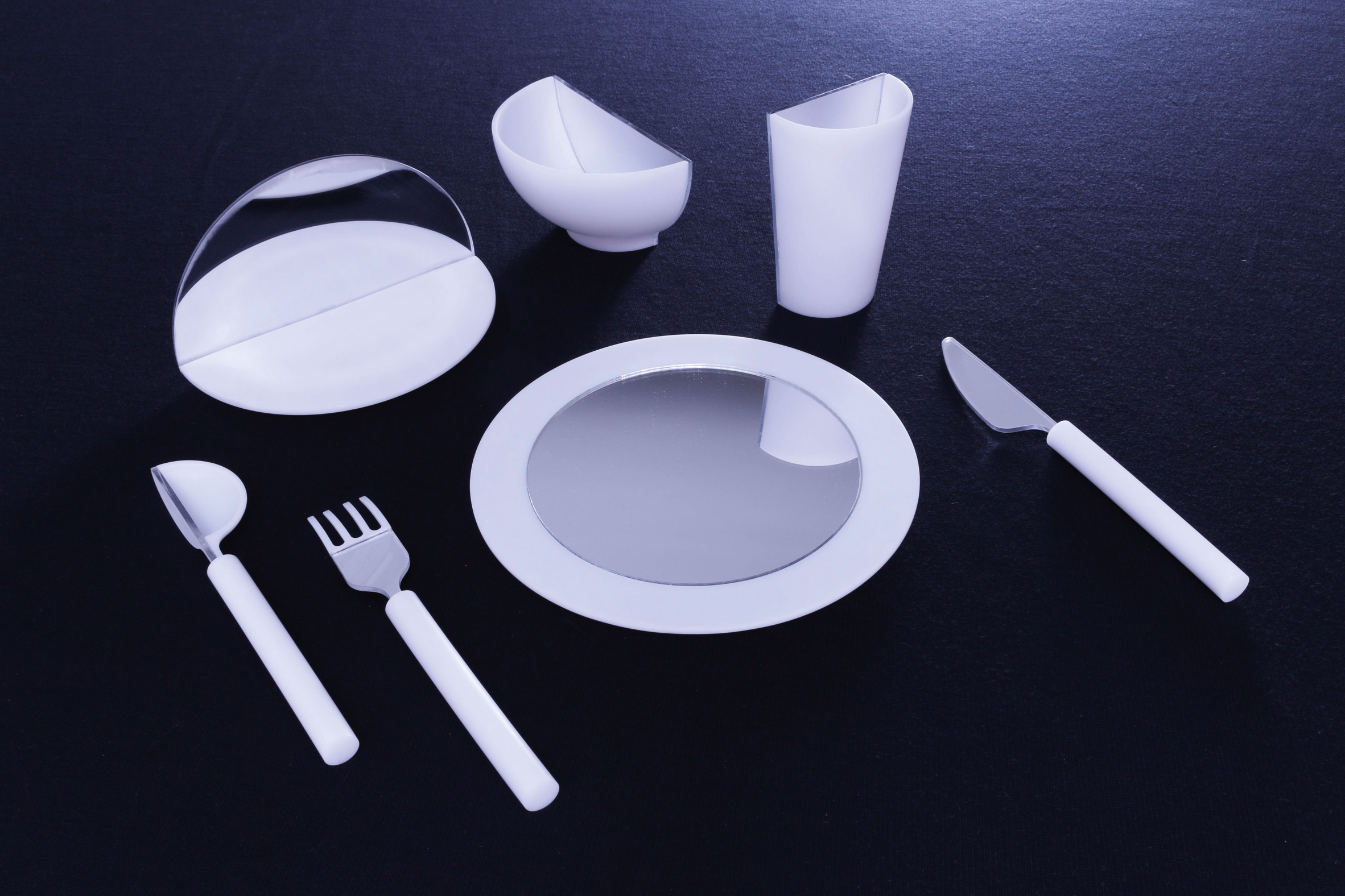 Mirrored tableware tricks diners into thinking they're full