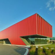 Marlon Blackwell creates Arkansas paediatric clinic with vivid red facade