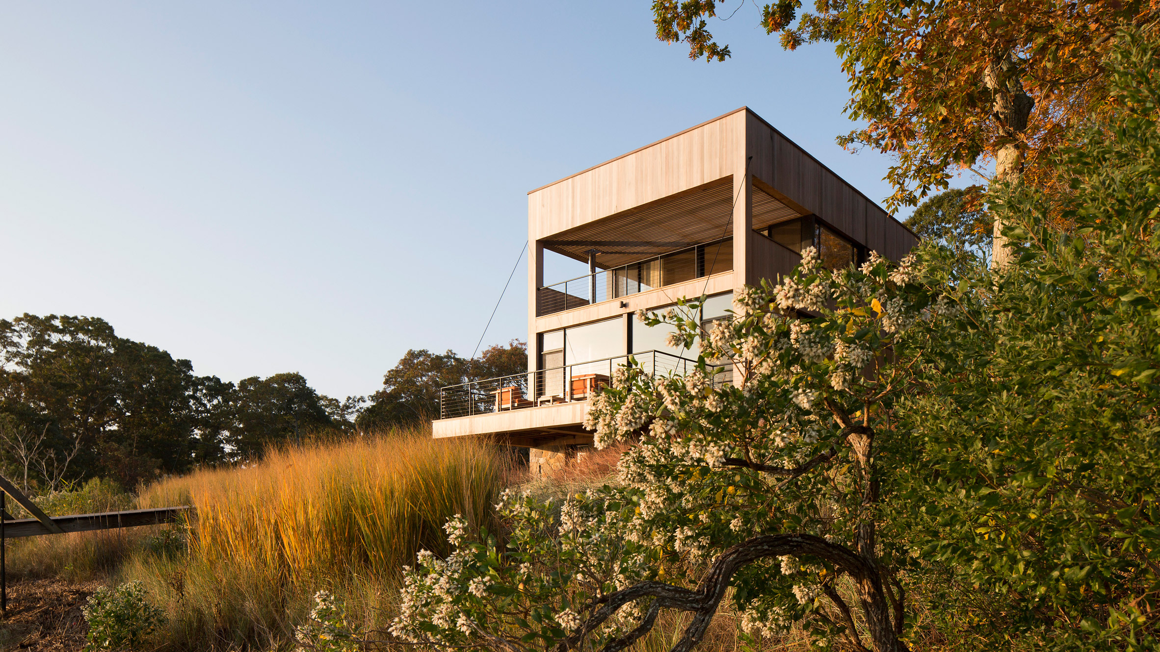 Cary Tamarkin constructs Island Creek home in the Hamptons with local materials