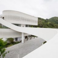 Minsuk Cho designs bridge-linked gallery and clubhouse for Hong Kong's Mount Pavilia