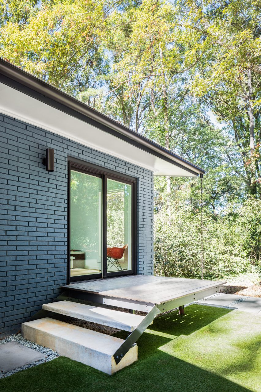 American firm In Situ Studio revives midcentury modern home in North Carolina