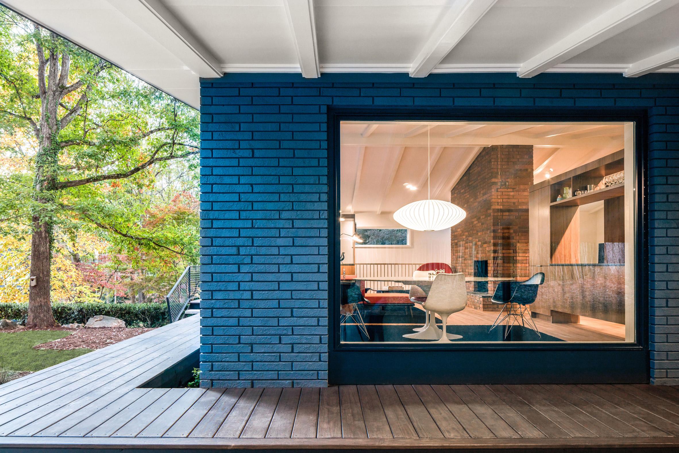 In Situ Studio revives mid-century modern home in North Carolina