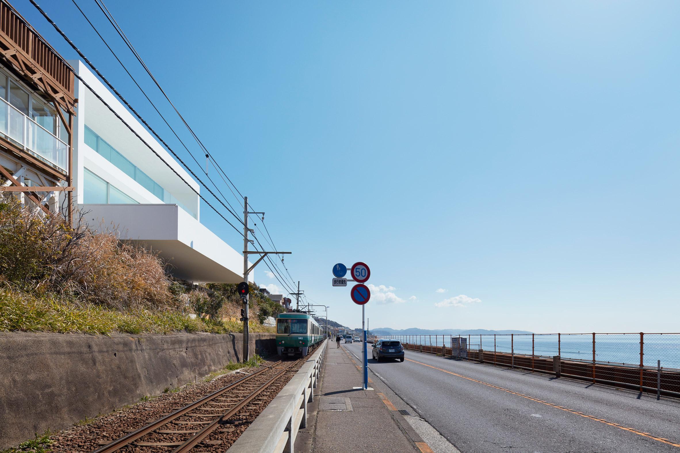 Seaside House in Kanagawa by Shinichi Ogawa & Associates