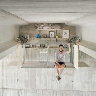 Fernando Abellanas hangs secret studio under a bridge in Valencia