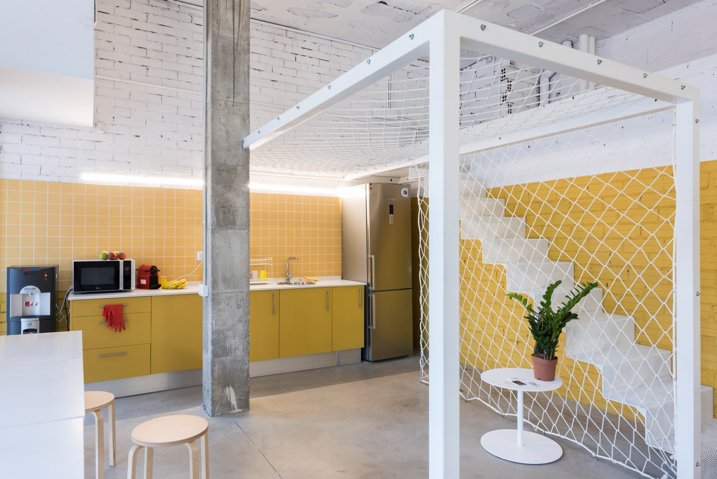 Sinèrgics co-working spaces in Barcelona showcase low-budget furniture solutions