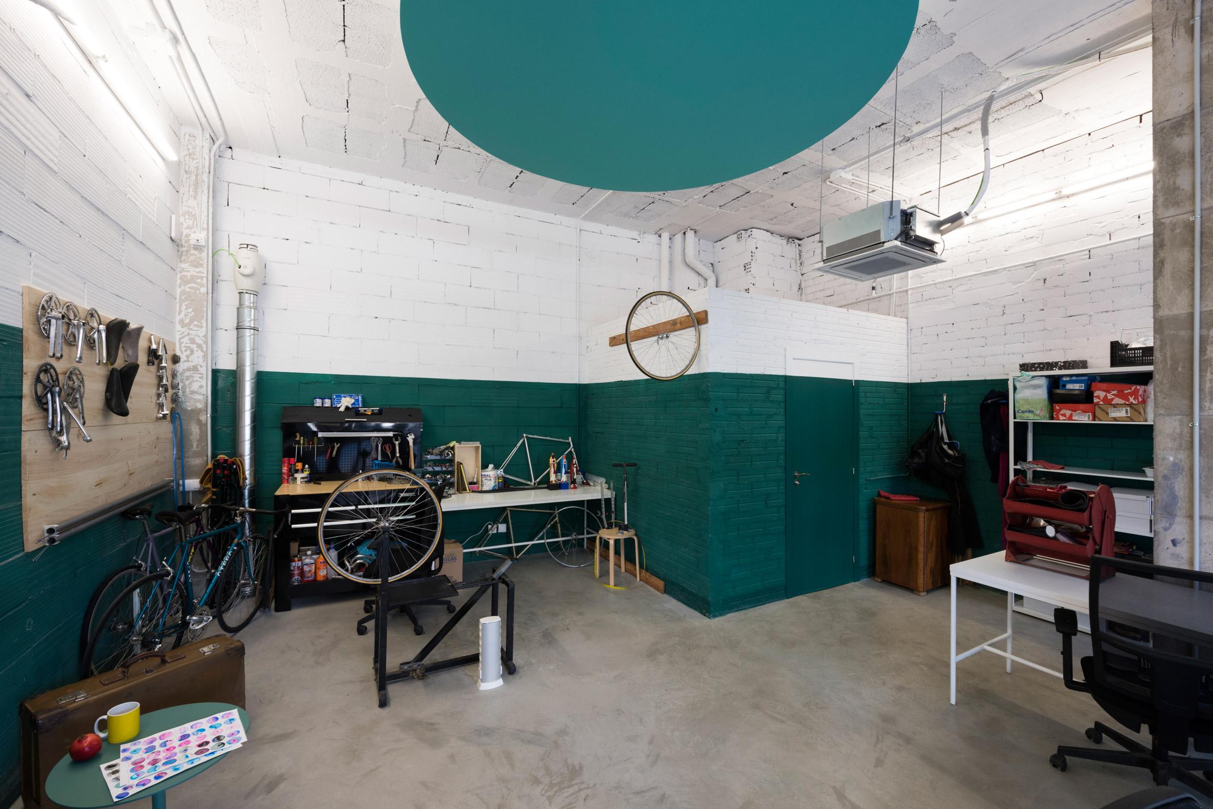 desain ruang kerja dengan warna-warna atraktif yang bikin kamu lebih