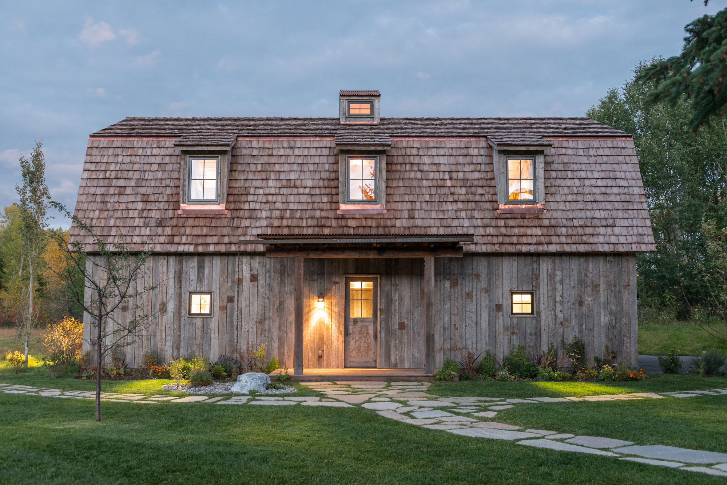 Carney logan burke creates barn shaped guest house in for Barn shaped garage