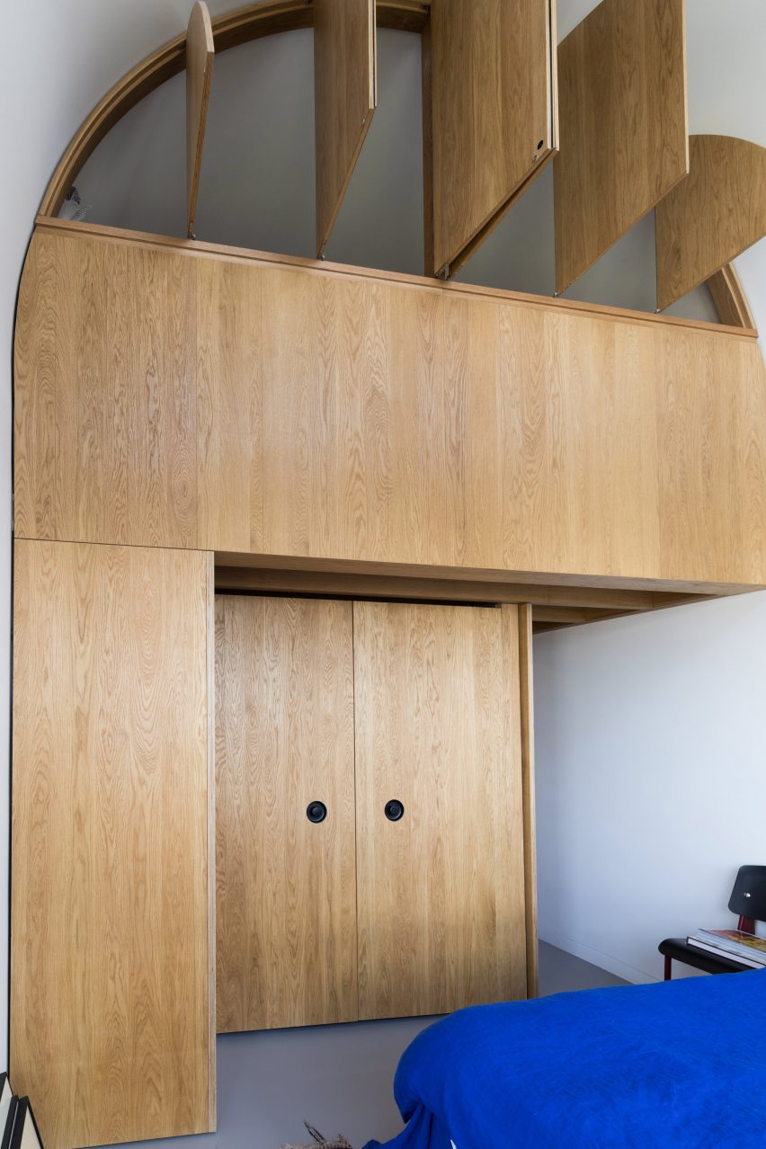 Francisco Sutherland Architects insert an oak structure into a Barbican flat