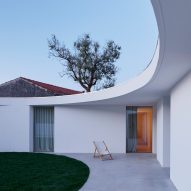 Bruno Dias adds curving extension based on the golden ratio to historic Portuguese house