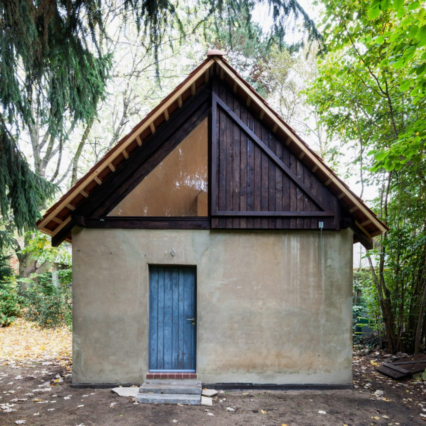 Berlin based architects Büros für Konstruktivismus have transformed a former chicken house into a pine clad artist's studio.