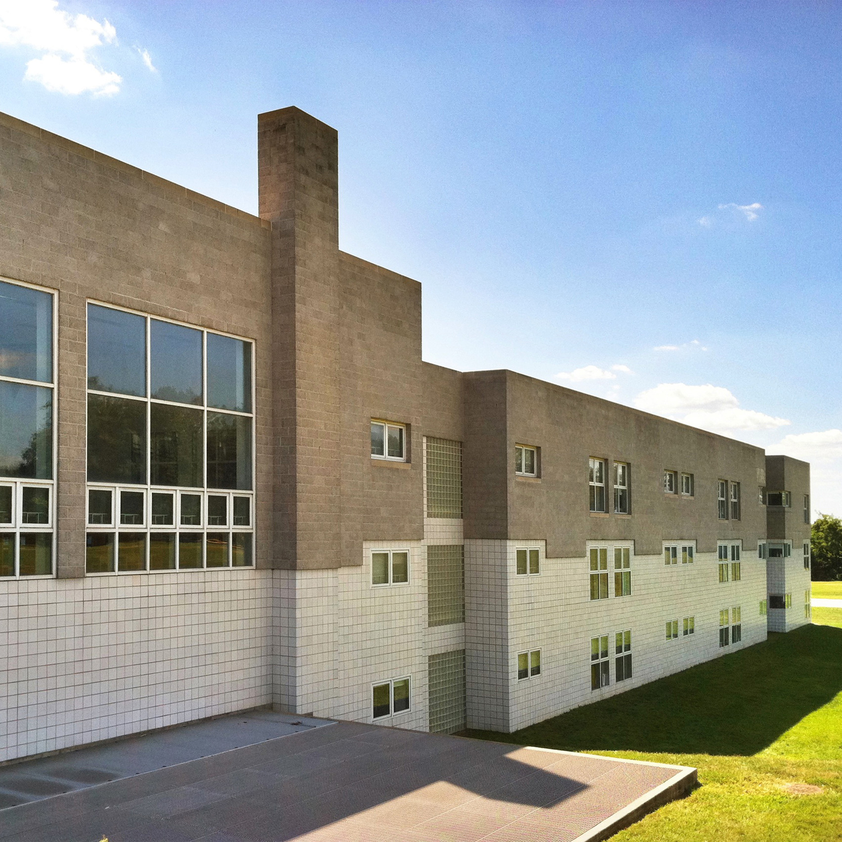 Clifty Creek Elementary School by Richard Meier & Partners, 1982
