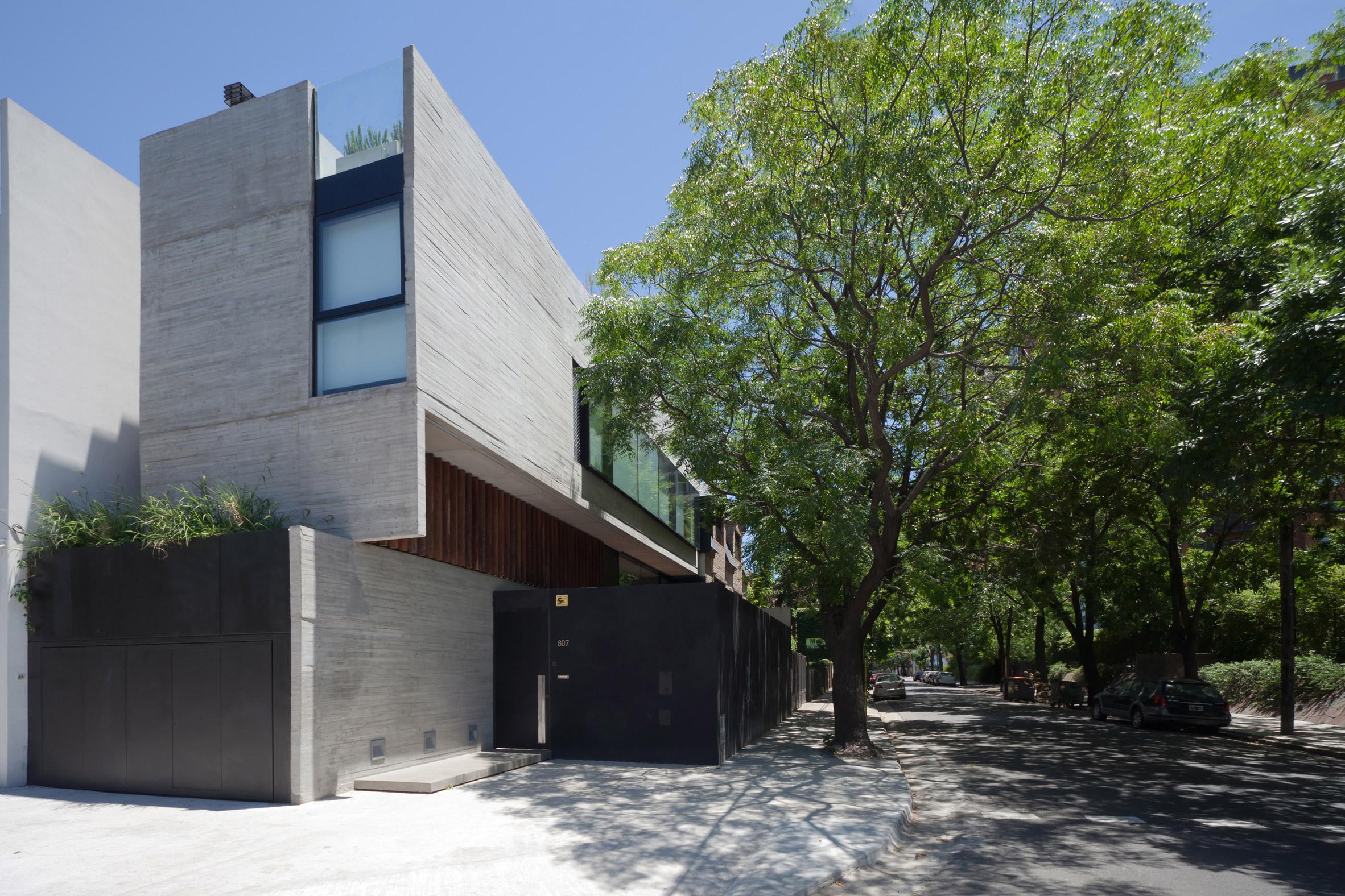 Architecture firm Dieguez Fridman designs concrete Corner House in Buenos Aires