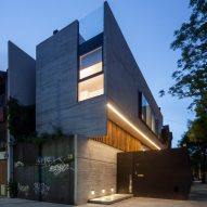 "Concrete-clad home by Dieguez Fridman reimagines Buenos Aires' typical ""sausage houses"""