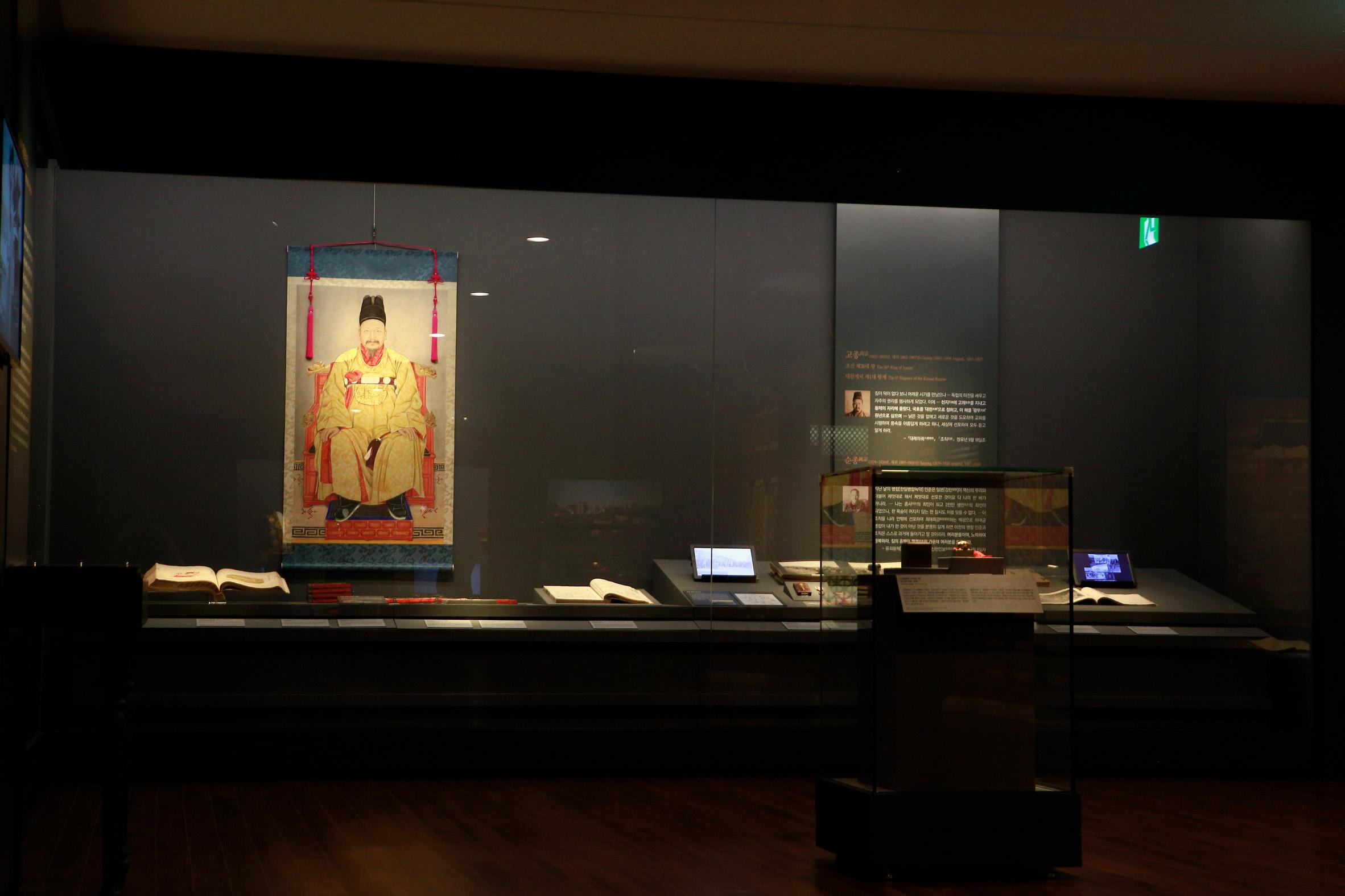 LG Display uses OLED lighting to transform galleries inside