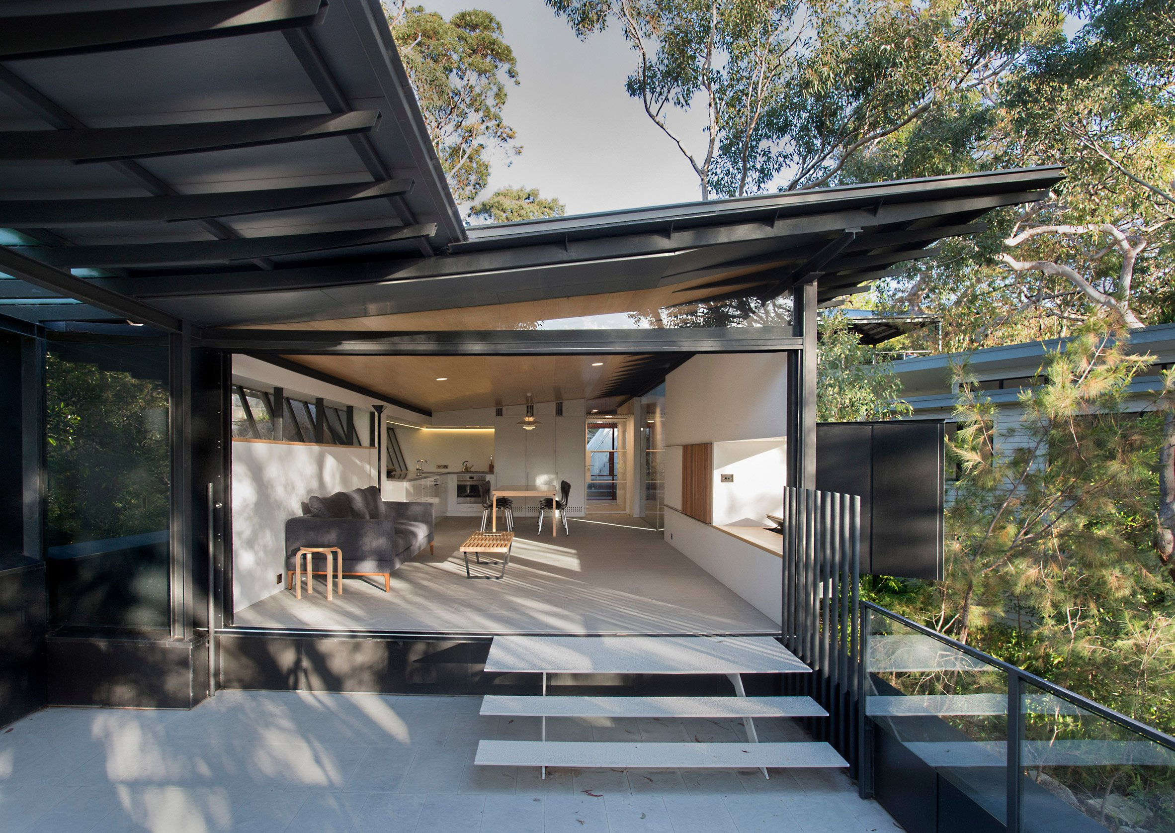 Glenn Murcutt covers bushland home in zinc panels to protect it against wildfires
