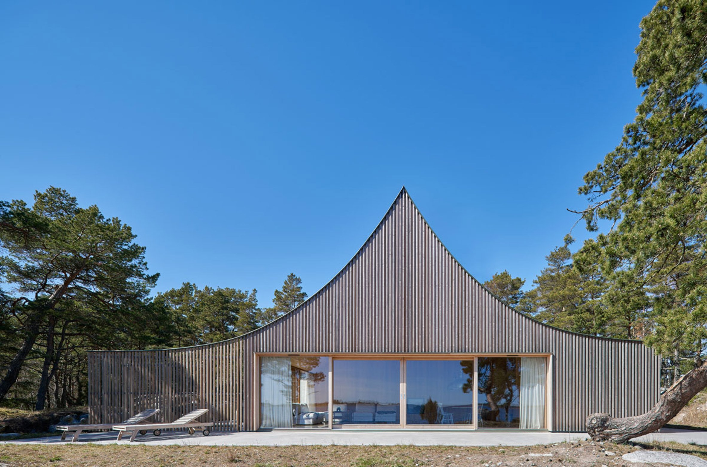 "Tham & Videgård completes ""tent-like"" second home on a Swedish island"