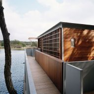 Off-grid boathouse by Andersson-Wise sits on Lake Austin