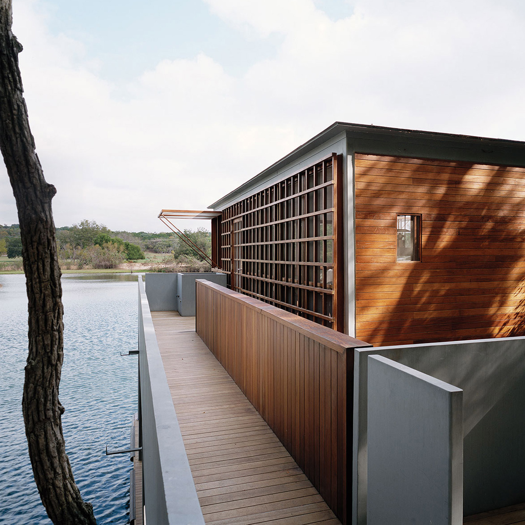 Off Grid Boathouse By Andersson Wise Sits On Lake Austin - Tower-house-in-texas-by-andersson-wise-architects
