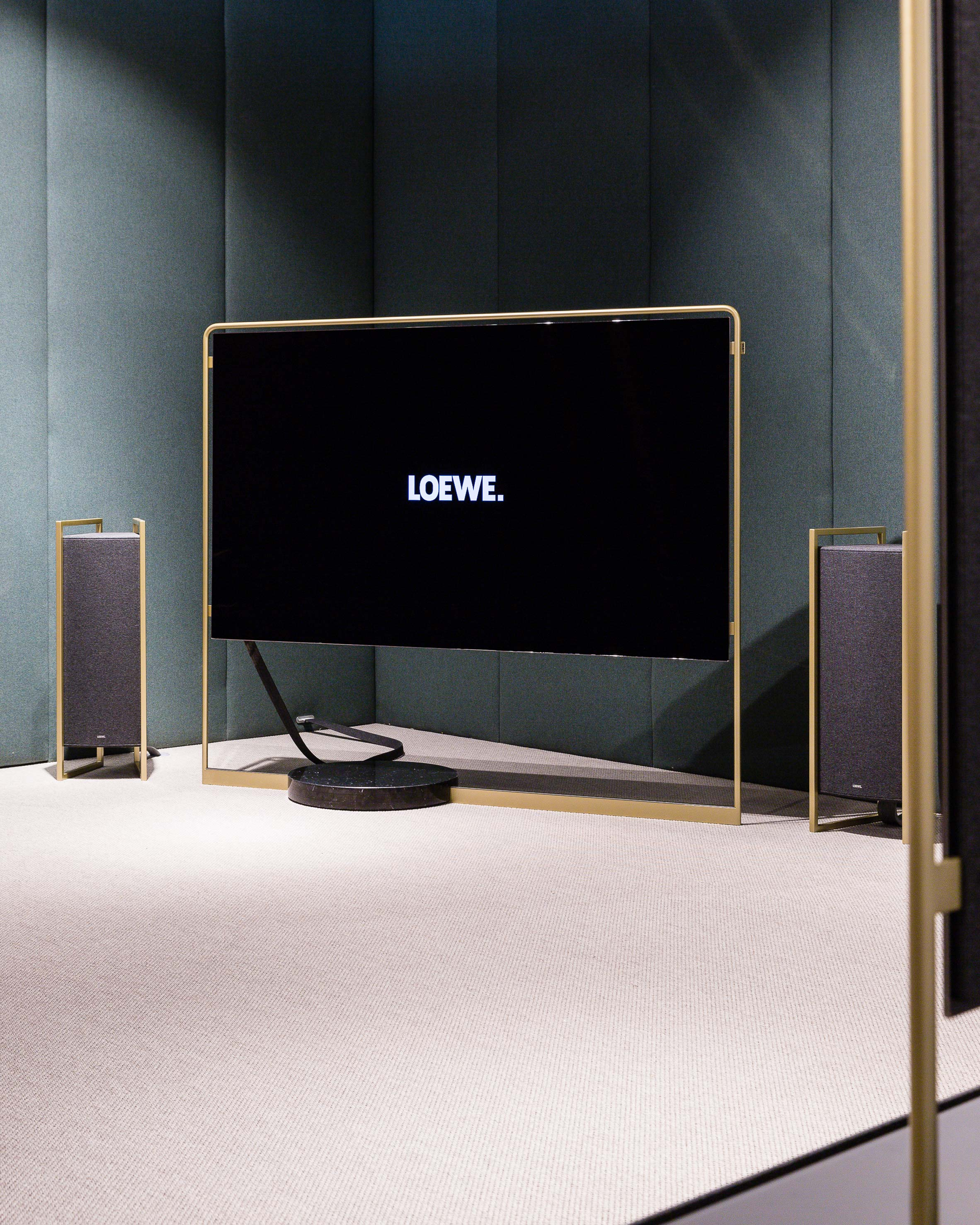 loewe unveils ultra thin statement tv with a slender. Black Bedroom Furniture Sets. Home Design Ideas